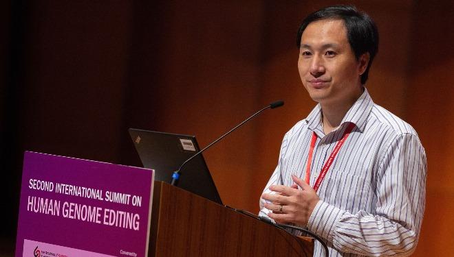 Ông He Jiankui phát biểu trong Hội nghị chỉnh sửa hệ gene người tại Hong Kong diễn ra ngày 28/11. Ảnh: TWN