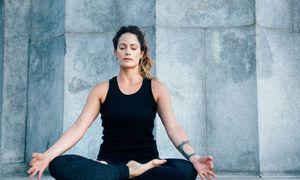 Tư thế yoga giúp bạn giảm căng thẳng trong 5 phút