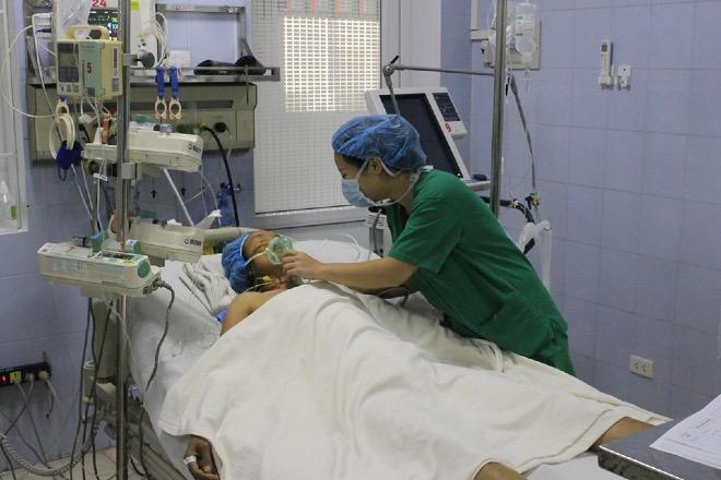 Bệnh nhân đang được theo dõi tại bệnh viện E. Ảnh: T.X