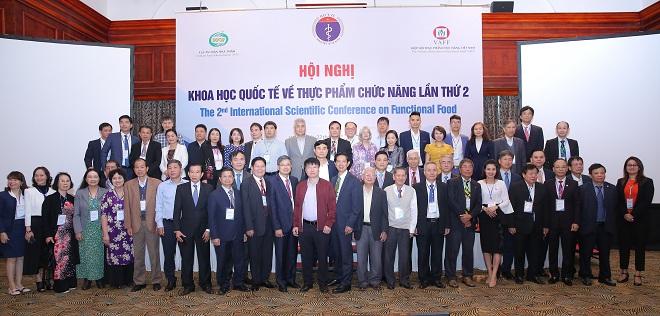 Bà Isha Sign (ngoài cùng bên phải) chia sẻ tại Hội nghị khoa học quốc tế về Thực phẩm chức năng lần thứ 2.