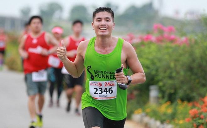 Bác sĩ Đinh Huỳnh Linh đang chinh phục một cuộc đua . Ảnh: NVCC