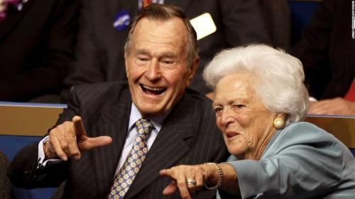 Vợ chồng cựu Tổng thống Mỹ George H.W. Bush có cuộc hôn nhân kéo dài hơn bảy thập kỷ. Ảnh: CNN.