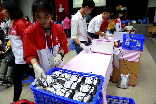 Trong buổi sáng ngày thứ hai của chương trình, ban tổ chức đã tiếp nhận được 726 đơn vị máu. Ảnh: C.T