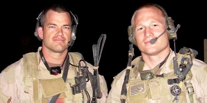 Jocko Willink (trái) sau20 năm phục vụ quân đội và nghỉ hưu năm 2010vẫn duy trì thói quen dậy lúc 4h30 sáng. Ảnh: BI