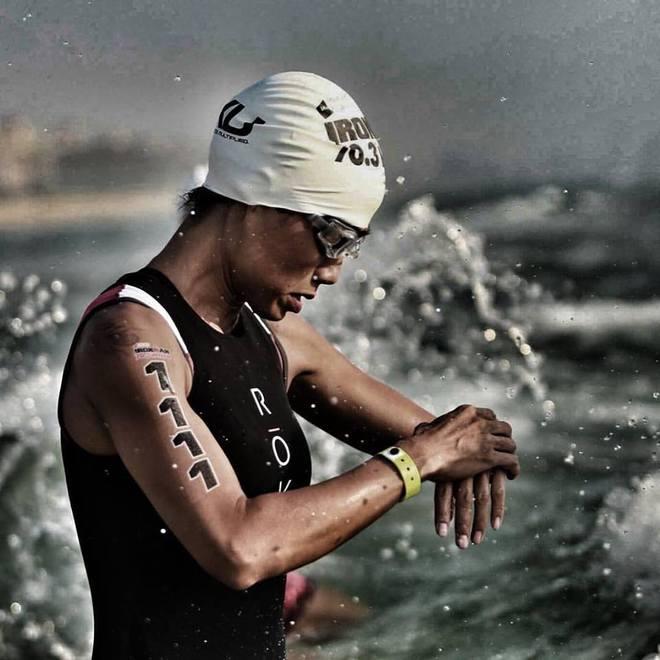 Chị Phương trước phần thi bơi tại giải IronMan.