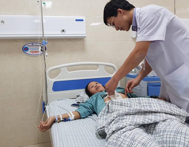Bệnh nhân đang được theo dõisau mổ cắt phần di căn do ung thư dạ dày, Ảnh: L.N.