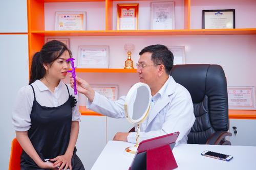 bác sĩ Nguyễn Hoàng Nam - Giám đốc chuyên môn của AZ Nose