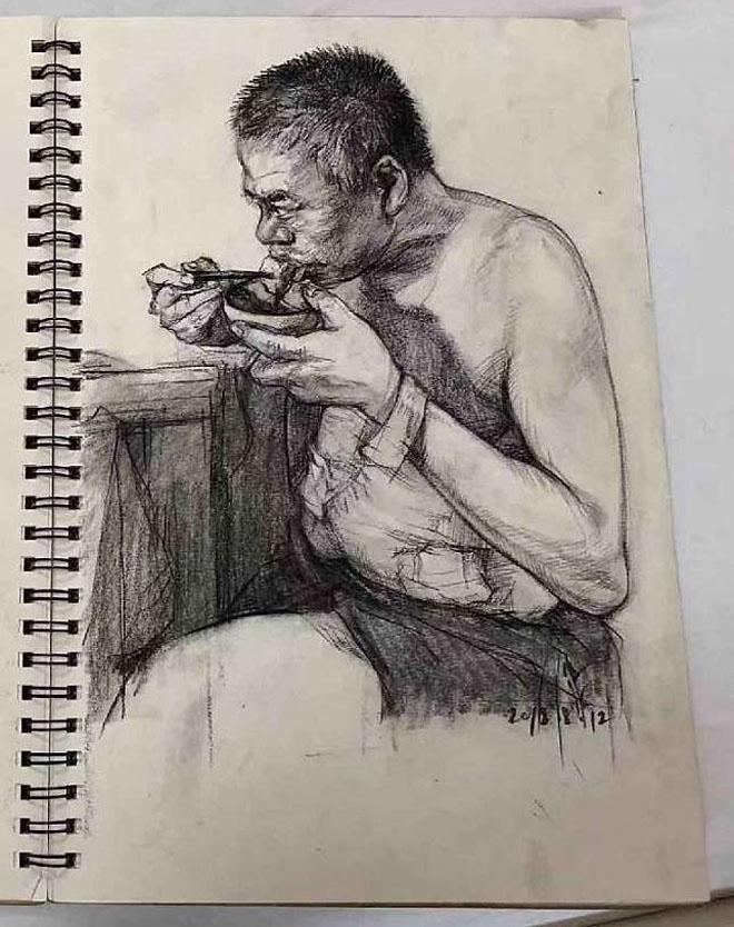 Cuộc sống sinh hoạt của bố trở thành những mẫu vẽ của Wang. Ảnh: SCMP