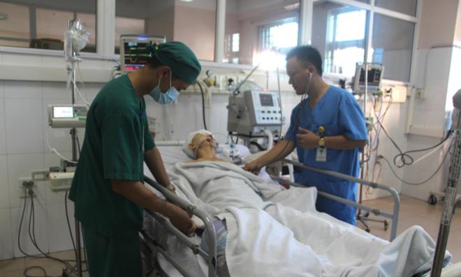 Một du khách nước ngoài đang được điều trị tại Bệnh viện Bãi Cháy. Ảnh: M.T