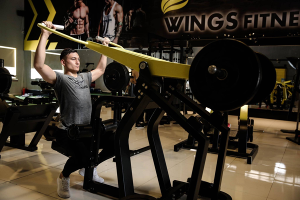 Văn Lâm dành 2 - 4 tiếng mỗi ngày để tập gym và các môn thể thao khác.