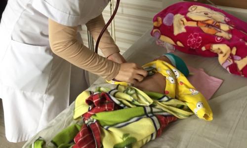 Bé trai 2 tháng tuổi nguy kịch vì nhầm ho gà với viêm phổi