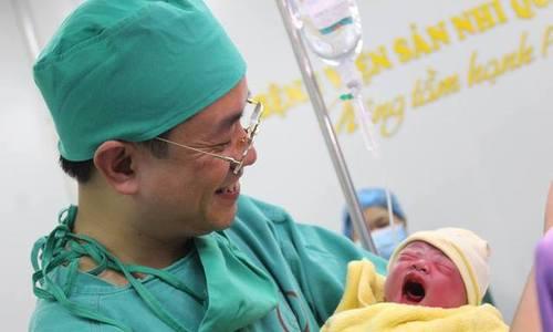 Em bé thứ 100 thụ tinh trong ống nghiệm chào đời ở bệnh viện Quảng Ninh