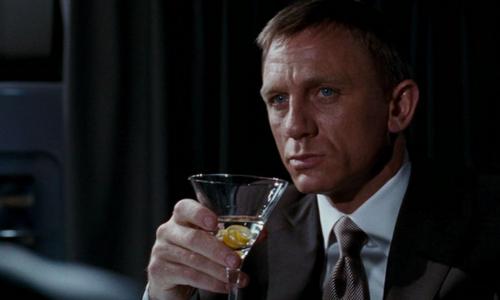 Huyền thoại James Bond mắc chứng nghiện rượu nặng