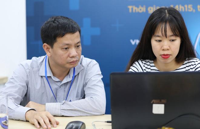 Bác sĩ Nguyễn Bá Đăng trả lời câu hỏi.