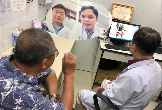 Bác sĩ chuyên khoa của bệnh viện Nhân Dân Gia Định trao đổi trực tuyến với bác sĩ của trạm y tế phường 13, quận Bình Thạnh và hỏi bệnh, tư vấn trực tuyến cho người bệnh qua apps hội chẩn