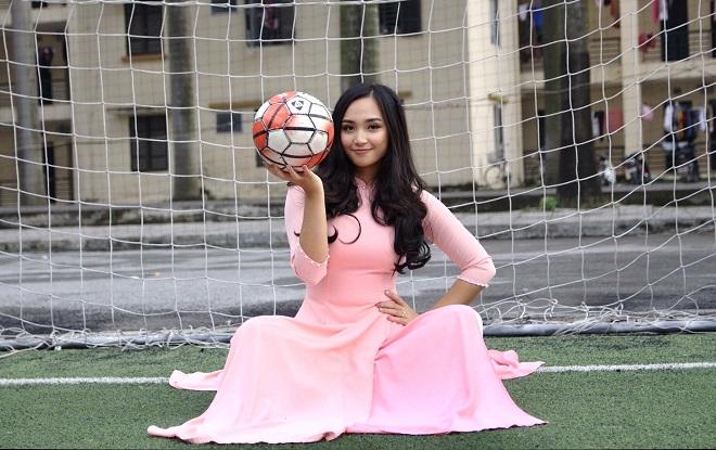 Trái bóng tròn và khung thành cũng góp mặt trong kỷ yếu của cô gái thể thao khi tốt nghiệp. Ảnh: Nhân vật cung cấp