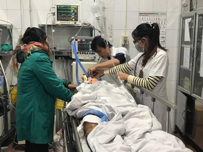 Bệnh nhân ở Hải Dương bị tai nạn giao thông đang được cấp cứu tại Bệnh viện Việt Đức. Ảnh: T.B