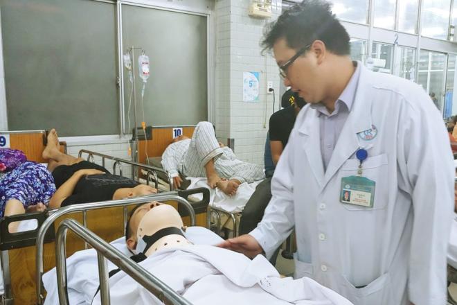 Các bệnh nhân cấp cứu tại Bệnh viện Chợ Rẫy tối 2/1. Ảnh: Hoàng Lê.