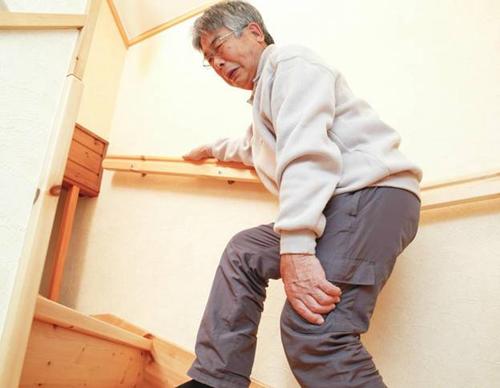 Người cao tuổi sẽ xuất hiện nhiều vấn đề về sức khỏe, trong đó có xương khớp.