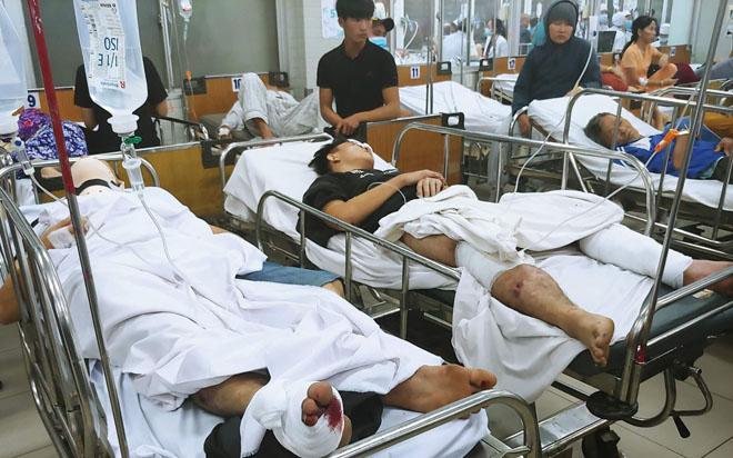 Các nạn nhân được cấp cứu tại Bệnh viện Chợ Rẫy tối 2/1. Ảnh: Hoàng Lê.