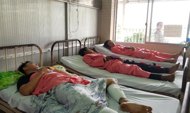 Các bệnh nhân được chuyển từ Long An hiện được theo dõi, điều trị tại Bệnh viện Chợ Rẫy. Ảnh: Lê Phương.