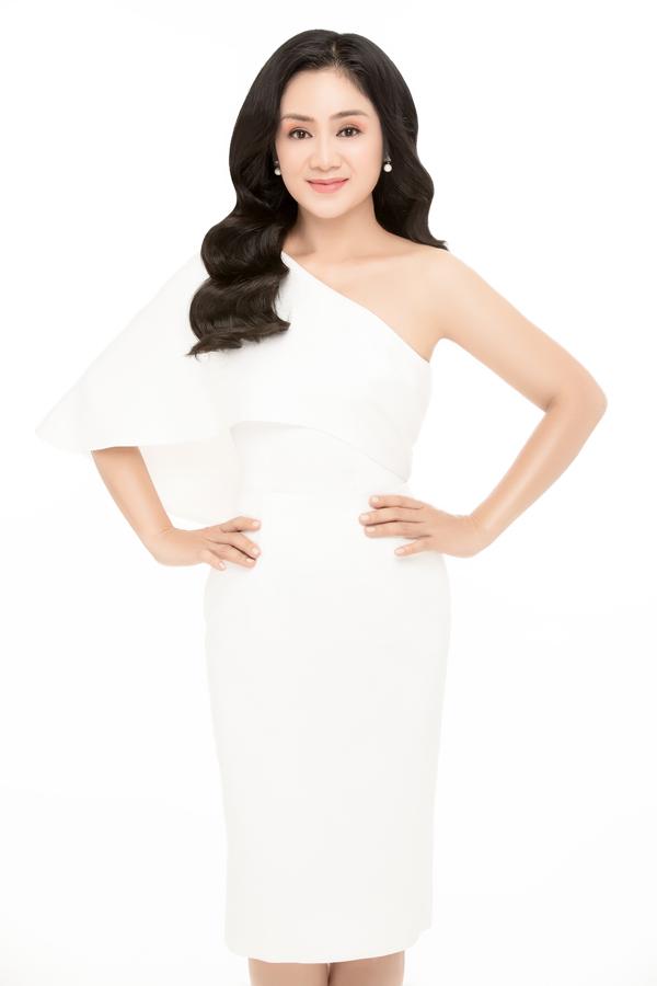 NSƯT Thu Hà đọ sắc cùng Hoa hậu Hoàng Dung, MC Minh Hà - 2