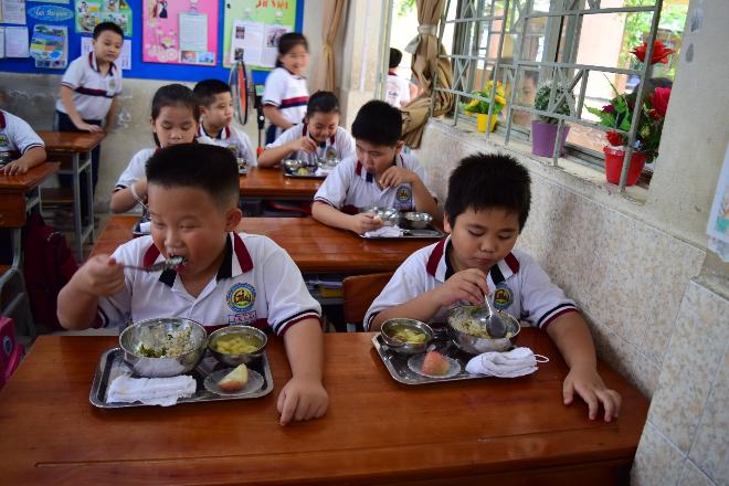 Bữa ăn học đường đóng vai trò quan trọng đối với sự phát triển toàn diện của trẻ.