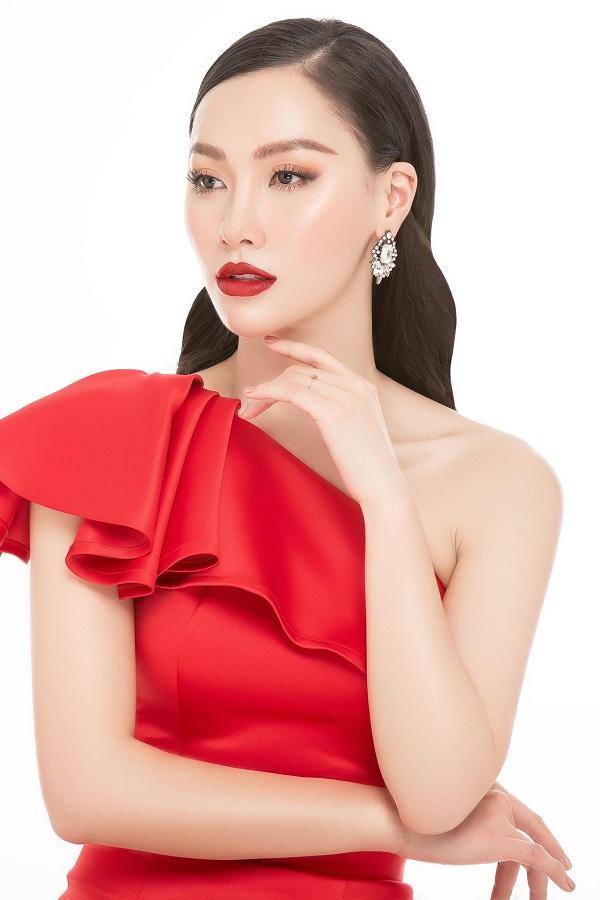 Với cương vị là CEO của Lisa medi beauty, người đẹp luôn đưa ra những lời khuyên chân thành về làm đẹp và cập nhật những công nghệ tiến tiến trên thế giới để chăm sóc nhan sắc cho chính mình và cho khách hàng.