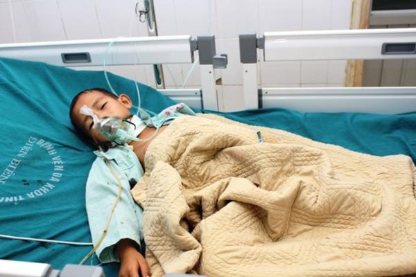 Bệnh nhi đang được theo dõi điều trị tích cực tại bệnh viện. Ảnh: BVCC