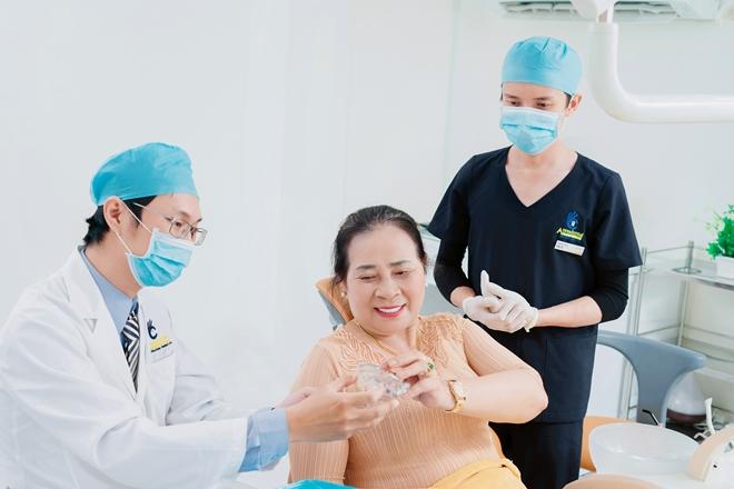 Việt kiều về nước bọc răng sứ tại Nha khoa Anna