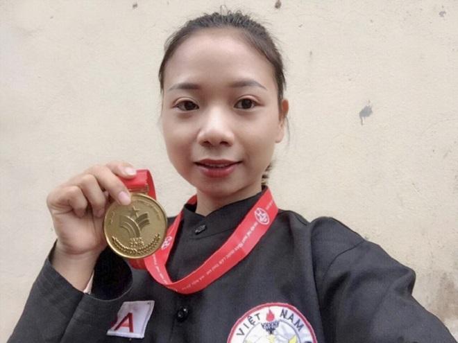 Đới Hoa và chiếc huy chương vàng đại hội thể dục thể thao toàn quốc 2018. Ảnh: Nhân vật cung cấp
