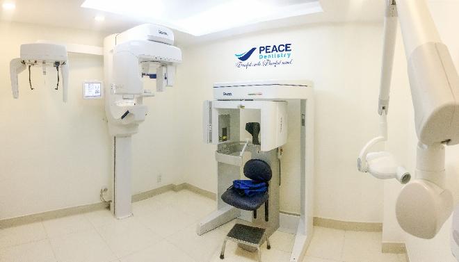 Phòng chụp phim với các hệ thống máy: X-quang, CT Cone Beam, chụp phim quanh chóp của hãng Gendex của Mỹ đềulà những thiết bị hiện đại.