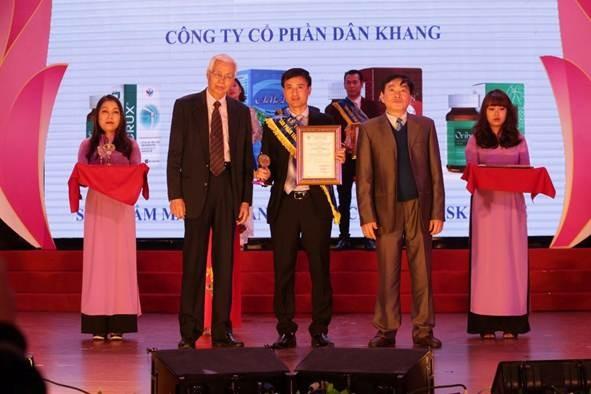 Đại diện Công ty Cổ phần dược Dân Khang tạichương trình Sản phẩm vàng vì sức khỏe cộng đồng 2019.