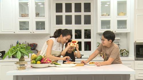 Mẹ con Thanh Thảo, Tê Giác, Meo Meo tham gia chương trình Vì tầm vóc Việt.