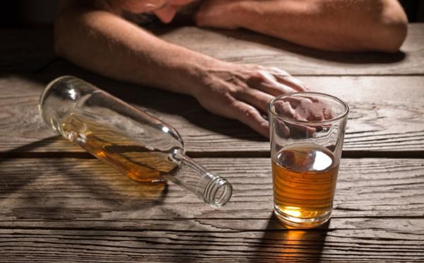 Uống rượu có cồn Methanol dễ dẫn tới ngộ độc, nguy hiểm tính mạng.