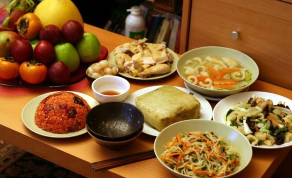Người huyết áp cao cần chọn món, lượng ăn phù hợp ngày Tết.