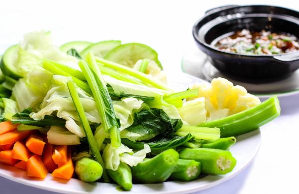Rau xanh có chứa glucosinolate, giúp gan sản xuất enzyme giải độc.