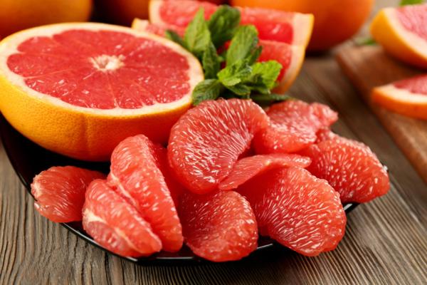Bưởi không chỉ là loại trái cây cung cấp cho con người nguồn năng lượng, vitamin dồi dào mà bưởi còn được biết đến như một nguyên liệu giảm mỡ bụng tự nhiên.