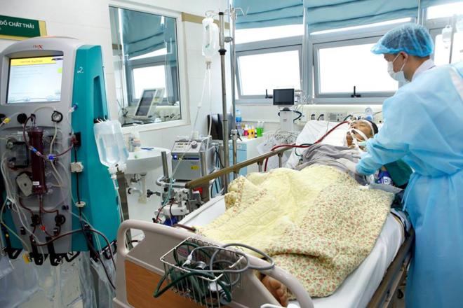 Bệnh nhân đang được sử dụng những kỹ thuật hiện đại nhất để duy trì sự sống. Ảnh: Dương Ngọc.
