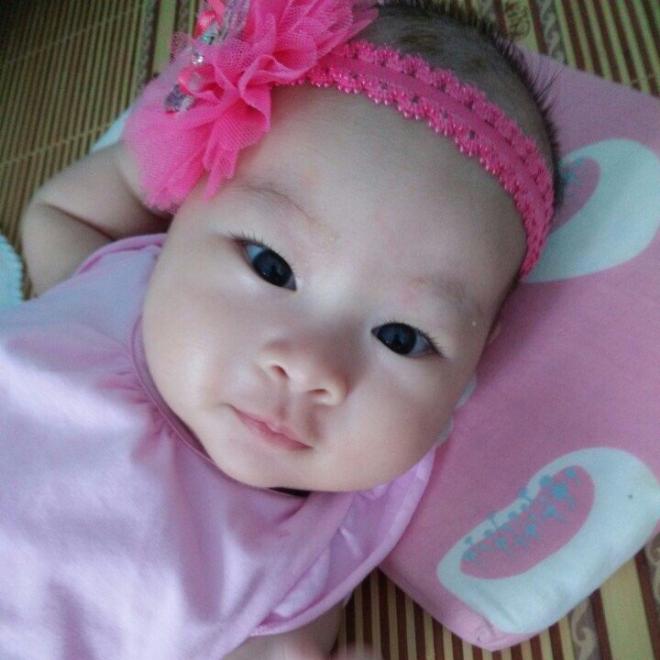 Cô con gái của vợ chồng anh Bình, chị Tâm.