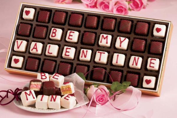 Chocolate là món quà không thể thiếu của các cặp đôitrong ngày valentine. Nó mang nhiều lợi ích vềsức khỏe, khiến con người cảm thấy vui vẻ, hạnh phúc hơn.