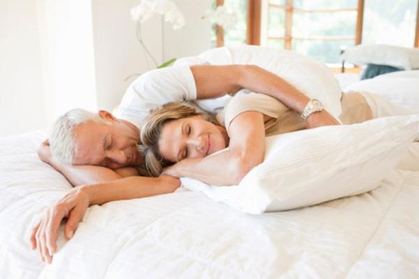 Sau tuổi 50, bạn càng mong muốn chia sẻ với người mình yêu nhiều hơn, tình dục từ đó càng trở nên quan trọng. Ảnh: Health