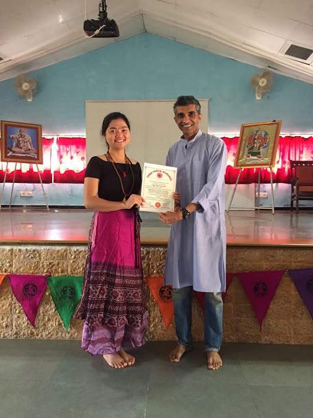 Từ sinh viên năm cuối đại học ngành makerting, Linh từ bỏ để theo đuổi nghề giáo viên yoga. Ảnh: Nhân vật cung cấp