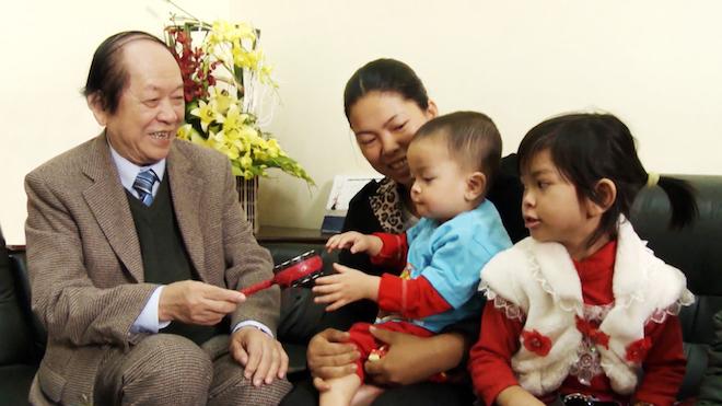 Hàng nghìnem bé đã chào đời nhờ những thành tựu trong lĩnh vực điều trị vô sinh nam của Giáo sư Trần Quán Anh.