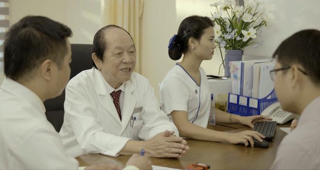 Giáo sư Trần Quán Anh vẫn miệt mài làm việc tại Khoa Nam học - Tiết niệu, Bệnh viện Đa Khoa Tâm Anh, Hà Nội để mang đến niềm hạnh phúc cho nhiều cặp vợ chồng hiếm muộn.