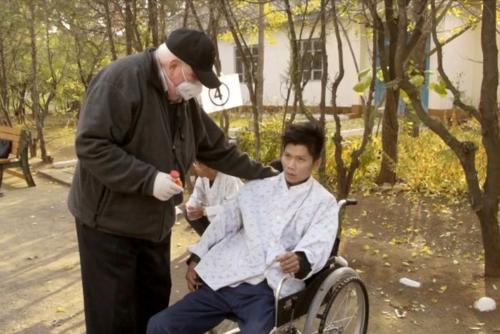 Bệnh nhân lao kháng đa thuốc phải hóa trị trong thời gian dài. Ảnh: Hein S Seok.
