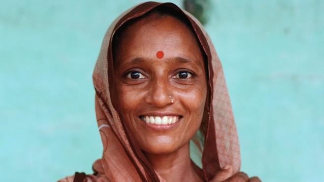 Chấm đỏ bindi tượng trưng cho sức mạnh của phụ nữ Ấn Độ. Ảnh: NPR