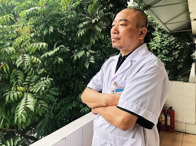 Thạc sĩ, bác sĩ Nguyễn Ngọc Hưng, trưởng khoa Nội tổng hợp, bệnh viện 09. Ảnh: Thùy An