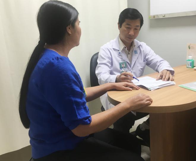 Bác sĩ hơn 20 năm chữa bệnh khó nói của phụ nữ - 1