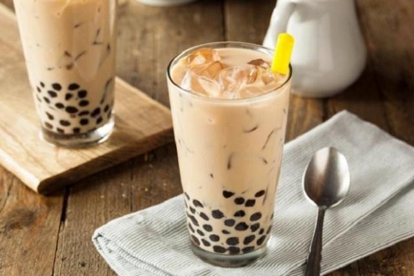 1 cốc trà sữa cung cấp 300 - 500 calo,bằng 20 thìa đường.